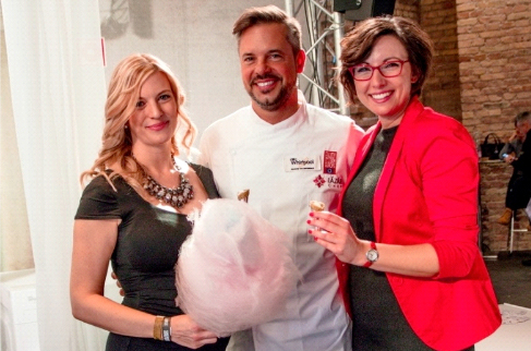From left to right, Éva Kustra-Zsátos, Marketing and Brand Manager, Whirlpool Hungary, Chef Lázár, Whirlpool's chef and Kata Kovács, Trade Marketing Manager, Whirlpool Hungary Photograph: Réka Földi